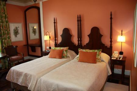 Example of a double room with wooden furniture at Belmond Hotel das Cataratas