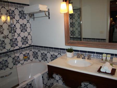 A nice bathroom with tiles at Belmond Hotel das Cataratas