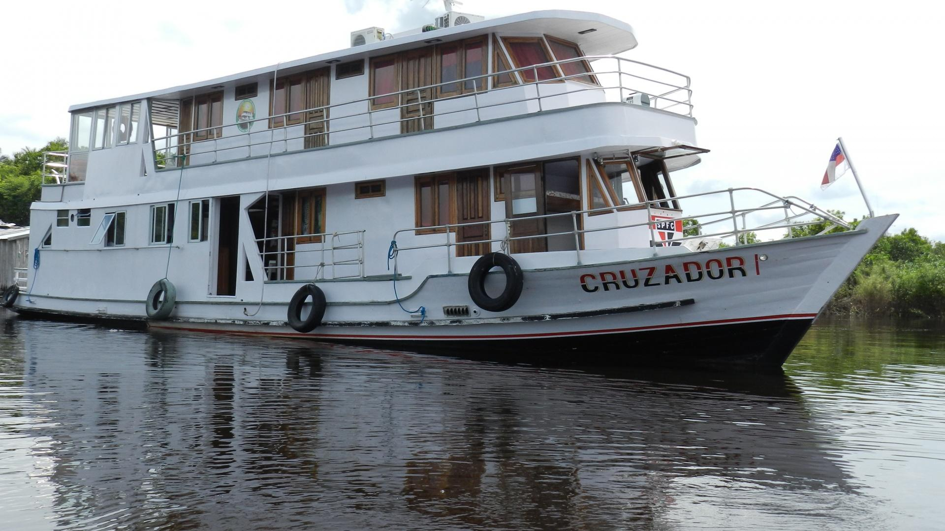 A typical Amazonas boat