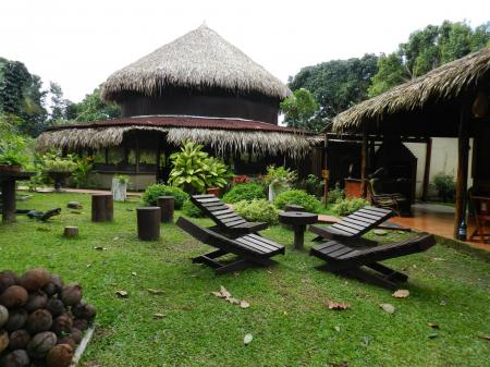 Garden area with seats and green grass at Amazon Turtle Lodge