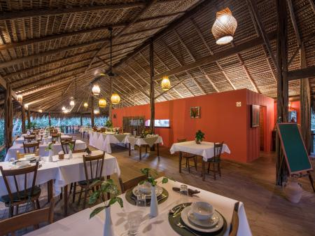 Cozy Restaurant with full board at Anavilhanas Jungle Lodge