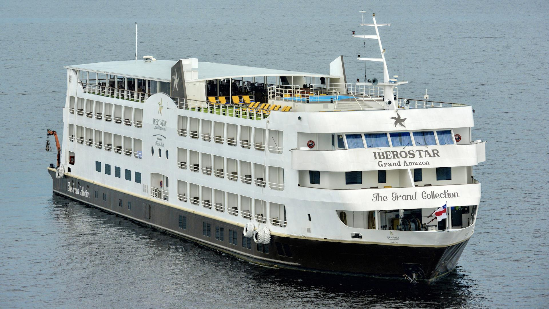 Picture of the Iberostar Grand Amazon arriving at the harbour of Manaus