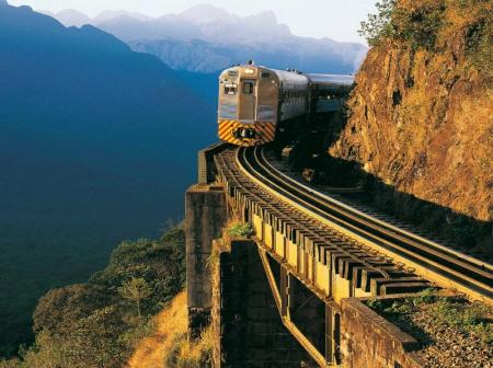 On the journey in the Serra Verde Express through the mountain ranges of the Serra do Mar