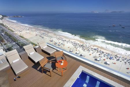 Rooftop pool with sea view at Hotel Sol Ipanema