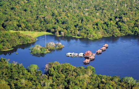 Picture from above, with view of the floating Uakari Lodge