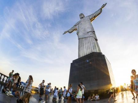 protecting hands of christ the redeemer