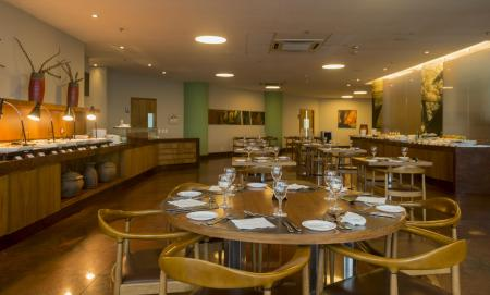 The hotel restaurant offers local and international cuisine at Hotel Luzeiros in Sao Luis do Maranhao, Brazil