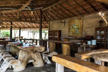 An open area for breakfast and meals at Pousada Aguape