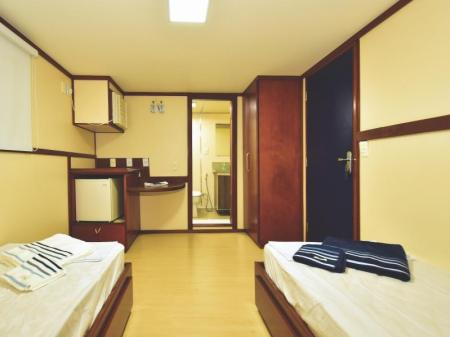 Example of the spacious cabins on Yacht Millenium