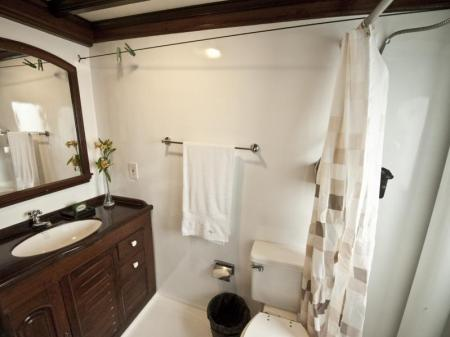 Motor Yacht Tucano: Picture of a private bathroom