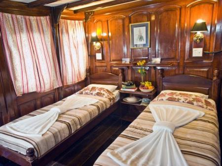 Motor Yacht Tucano: Picture of a yellow stateroom